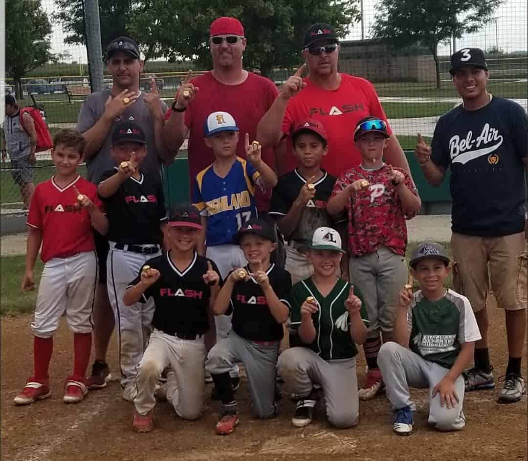 99U Flash baseball team with holding up index finger for champions